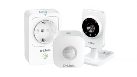 D-Link (DCH-100KT) Home SMART Home HD Starter Kit (DCS-935L Camera, DSP-W215 Smart Plug, DCH-S150 Motion Sensor)