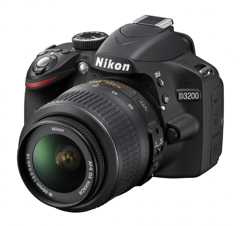 NIKON D3200 + 18-105mm VR